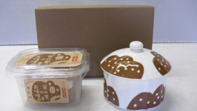 ハサミックブランド品(加工食品と陶器とのセット品)と、来町につながる販促ツールの開発、及び販路の開拓事業