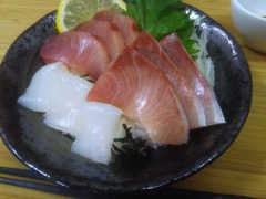 季節に応じた旬の水産物を活用した「海鮮丼の素」商品の開発及び販路開拓